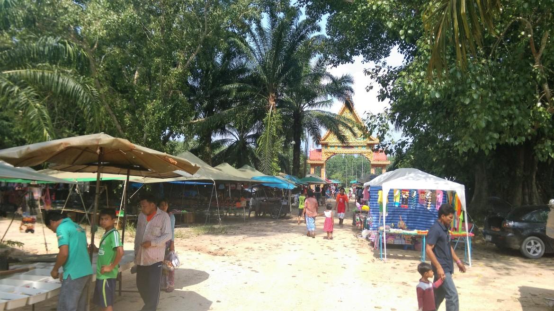 temple-food-market-thailand-travel